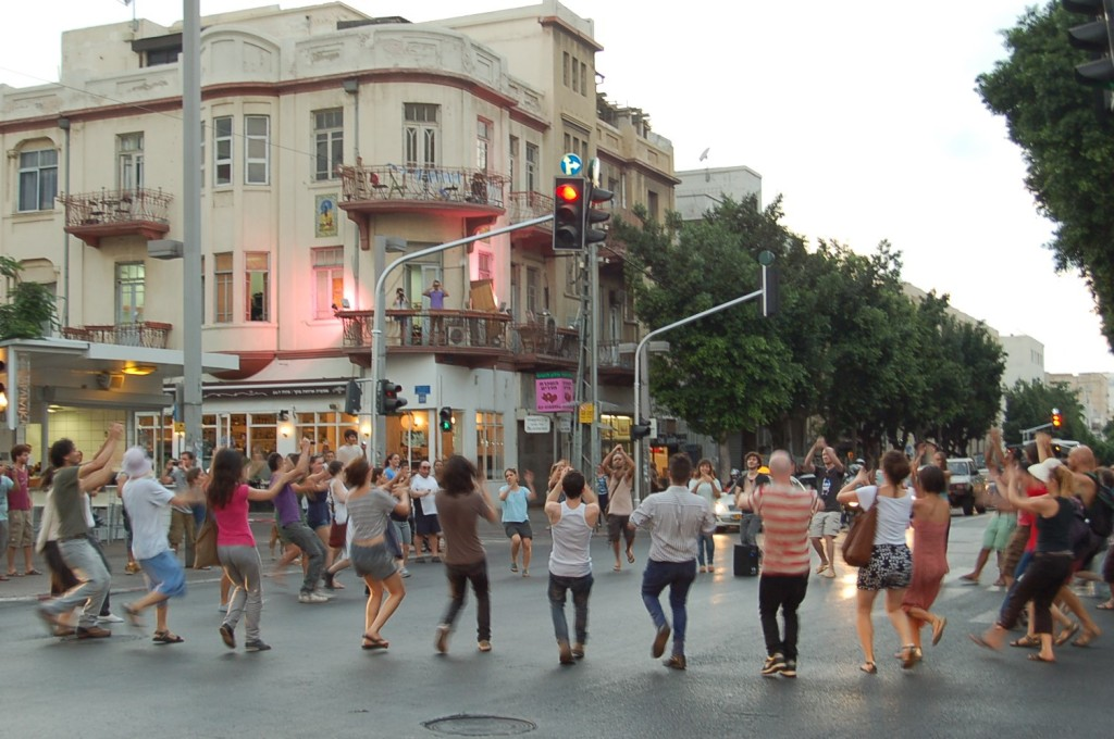 """Public Movement """"Dancing in the Streets / How Long is Now?"""" © Eyal Vexler"""