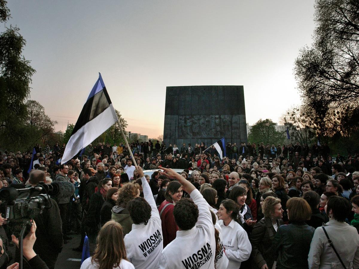 "Public Movement ""Spring in Warsaw"" (2009) © Tomasz Pastenak"